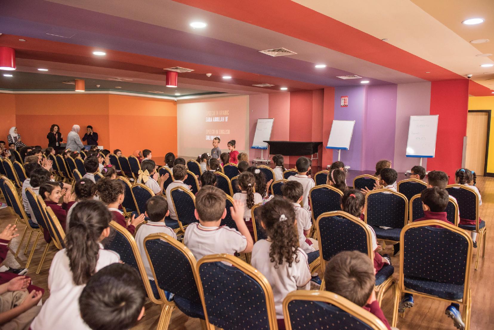 اجتماع الطلبة بشأن ملف شخصية المتعلم