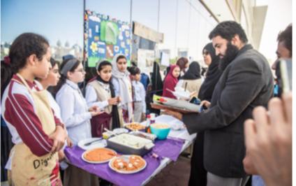 استخدمن طالبات الصف السادس مقرر القراءة لإنشاء مطاعمهن الخاصة